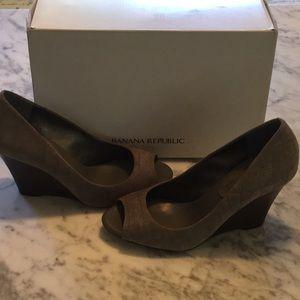 Beautiful grey suede wedge heels. Never worn!